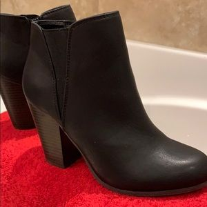 Fergalicious Shoes - Fergie licious size 7 ankle boots in black